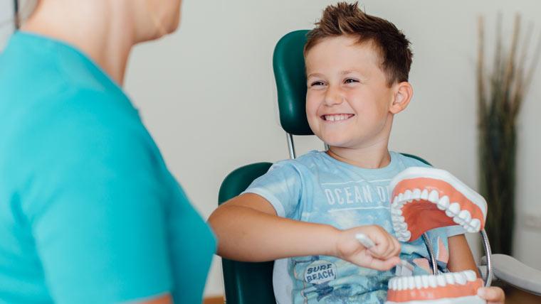 Zahnärztliche Behandlung bei Kindern bei Kinderzahnärztin Dr. Meister
